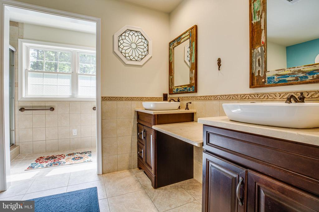 Updated master bath with contemporary sinks - 2720 BROOKE RD, STAFFORD