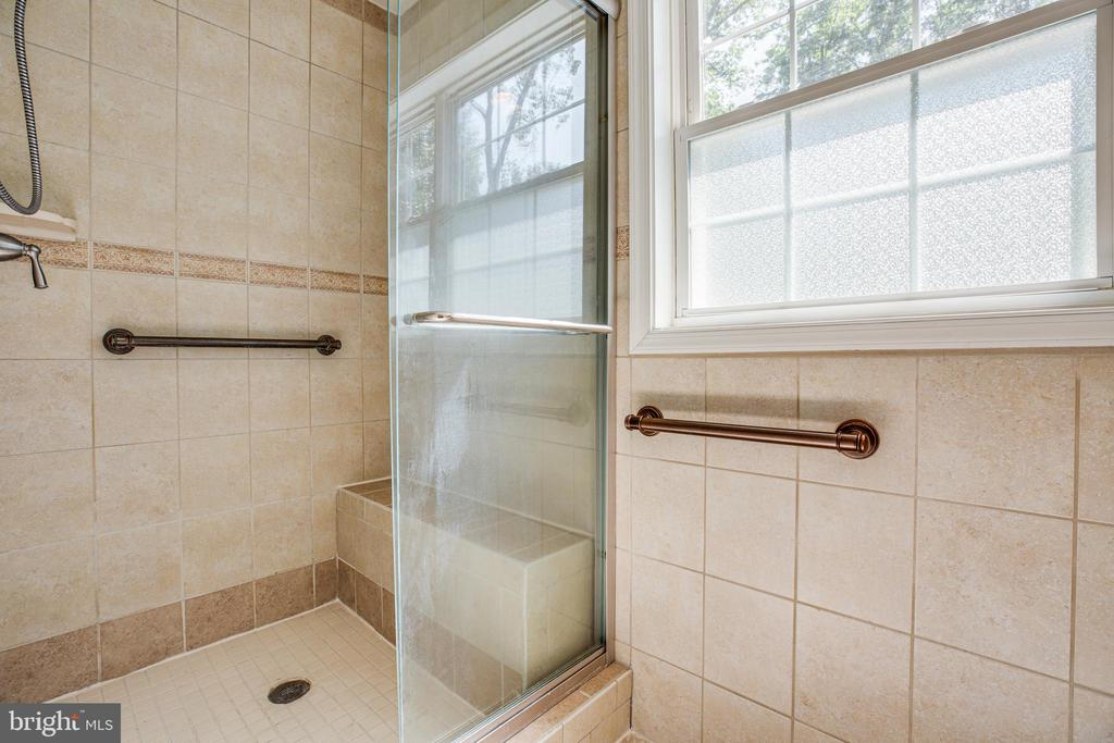 Shower with decorative ceramic tile - 2720 BROOKE RD, STAFFORD