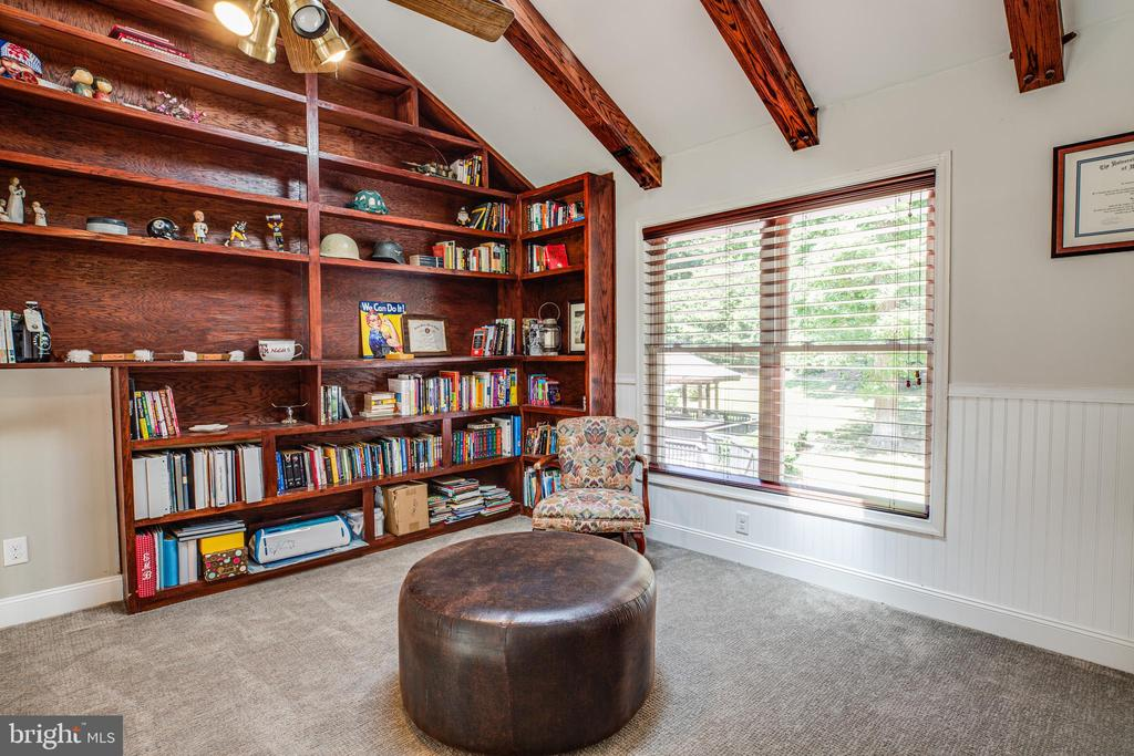 Cozy up with a good book! - 2720 BROOKE RD, STAFFORD