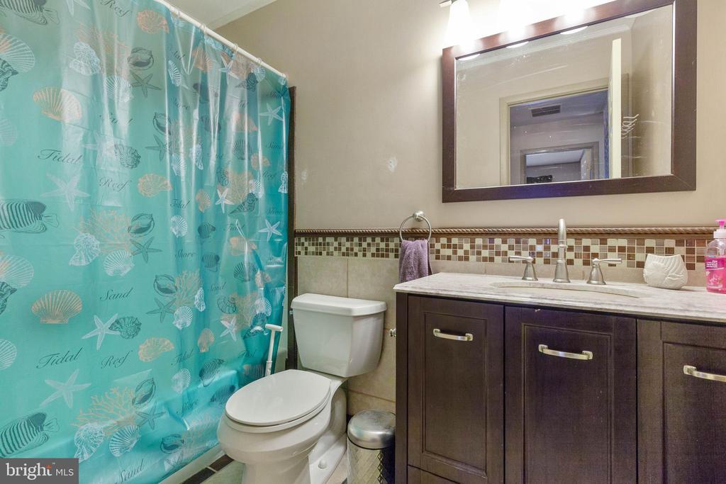 Hall Bath - 265 LONGFORD CT, FREDERICK