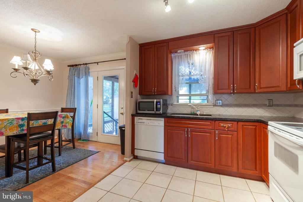 Remodeled Kitchen - 265 LONGFORD CT, FREDERICK