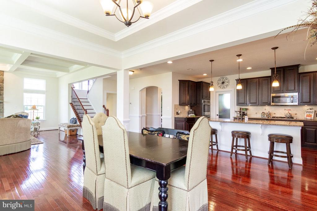 Main Level Dining Room and Gourmet Kitchen - 42463 MADTURKEY RUN PL, CHANTILLY