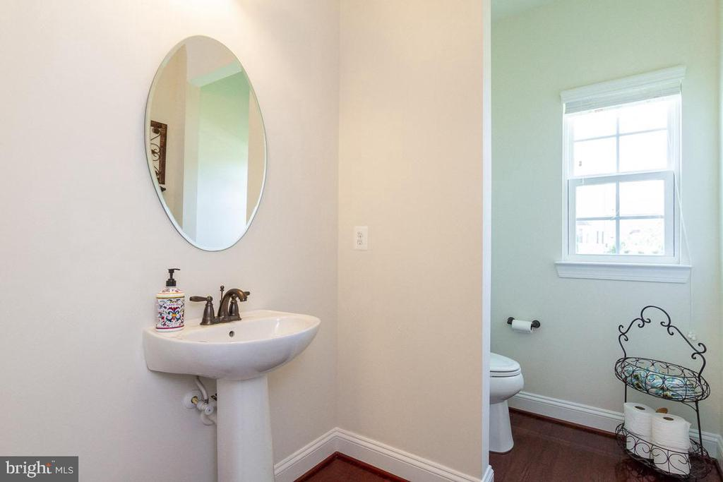 Main Level Powder Room - 42463 MADTURKEY RUN PL, CHANTILLY