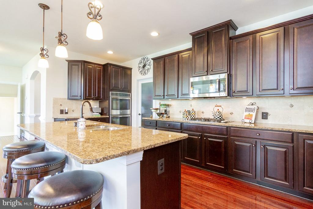 Main Level Gourmet Kitchen - 42463 MADTURKEY RUN PL, CHANTILLY