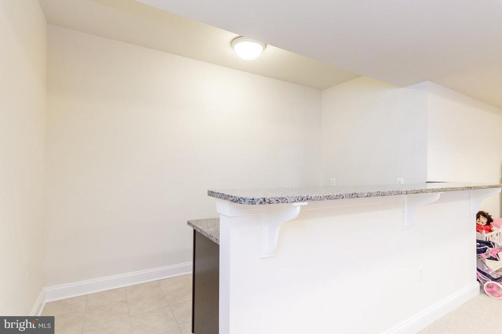Finished Basement Wet Bar - 42463 MADTURKEY RUN PL, CHANTILLY
