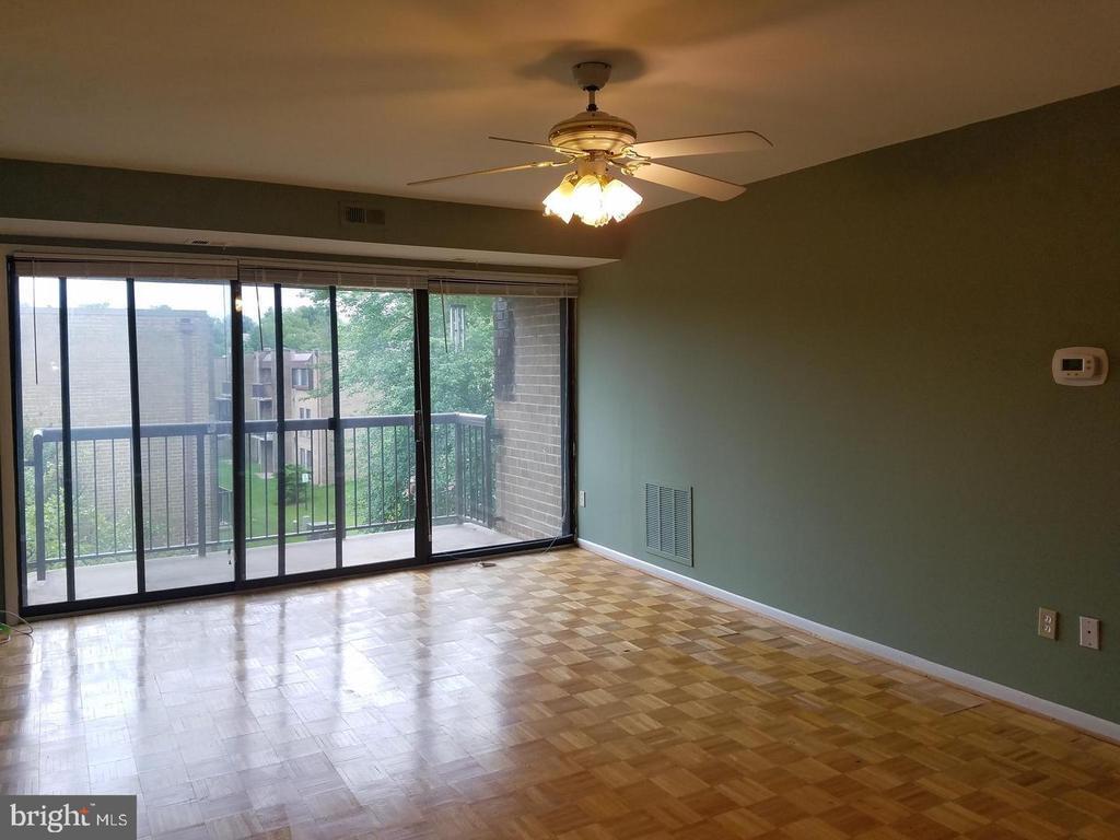 Living Room - 7581 MARGATE CT #203, MANASSAS