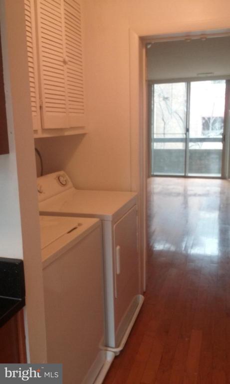 1st floor laundry - 1671 S HAYES ST #B, ARLINGTON