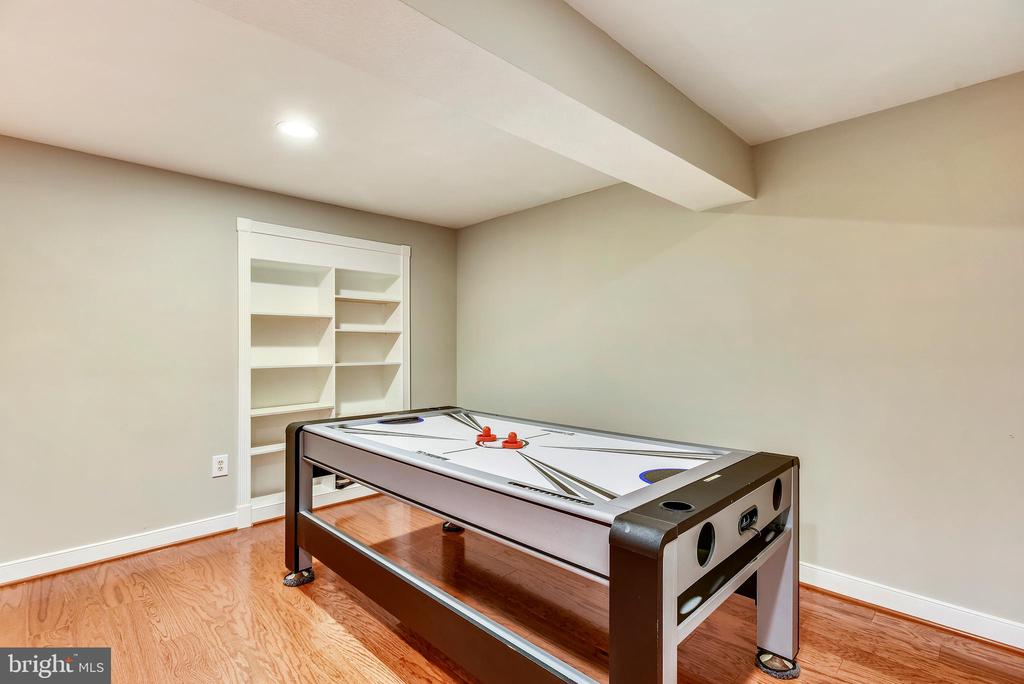 Additional Game Room Space w/Built In Shelving - 20985 NIGHTSHADE PL, ASHBURN