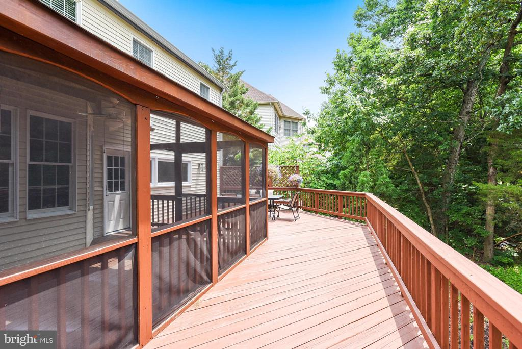 Deck extends Outdoor Living Space - 20985 NIGHTSHADE PL, ASHBURN