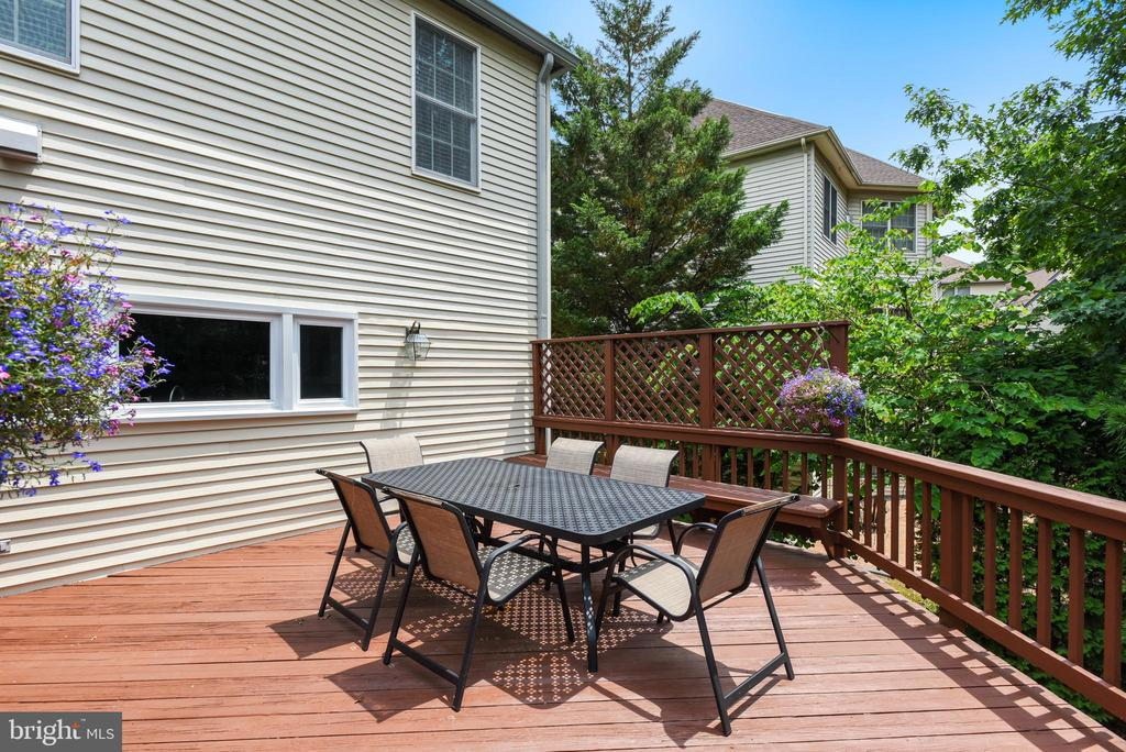 Dine Al Fresco on this Spacious Deck - 20985 NIGHTSHADE PL, ASHBURN