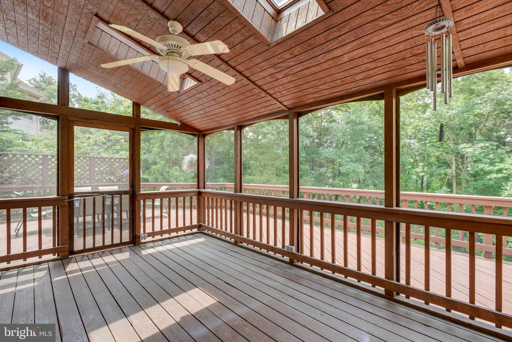 Relax and Enjoy this Lovely Screened Porch - 20985 NIGHTSHADE PL, ASHBURN