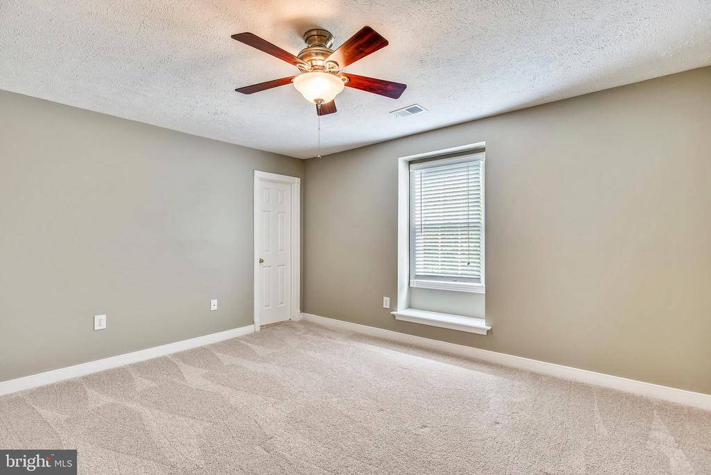 4th Bedroon on Upper Level w/Ceiling Fan - 20985 NIGHTSHADE PL, ASHBURN