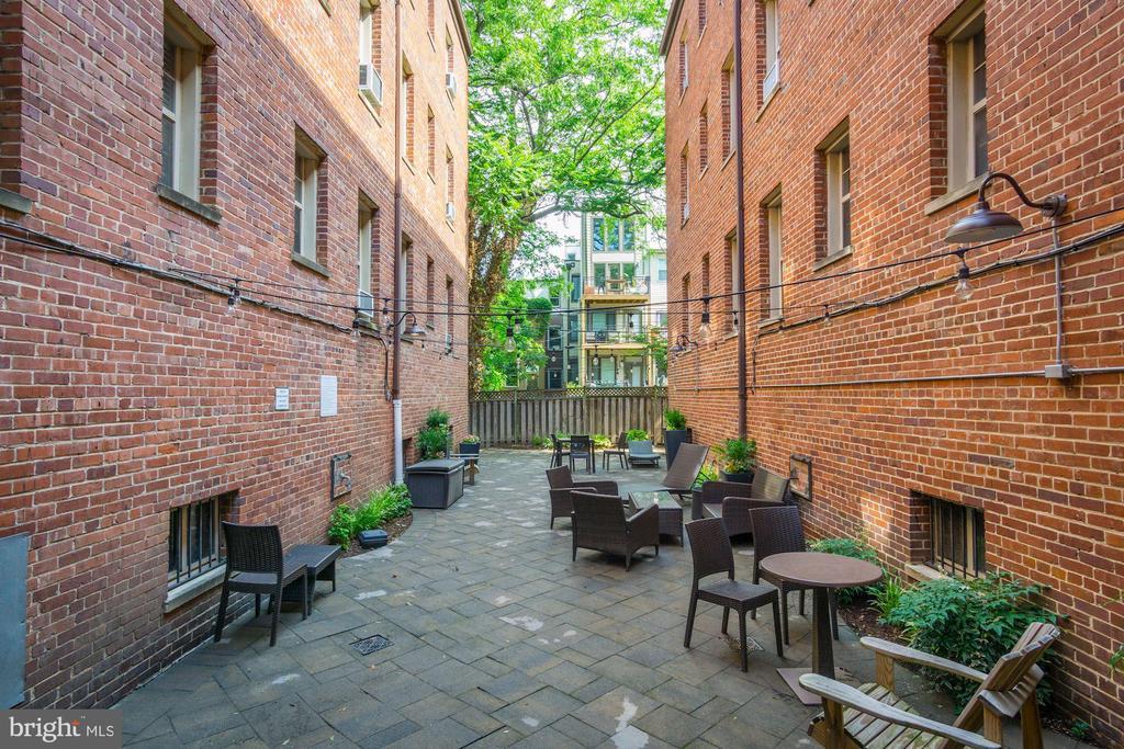 Shared courtyard - 1439 EUCLID ST NW #302, WASHINGTON