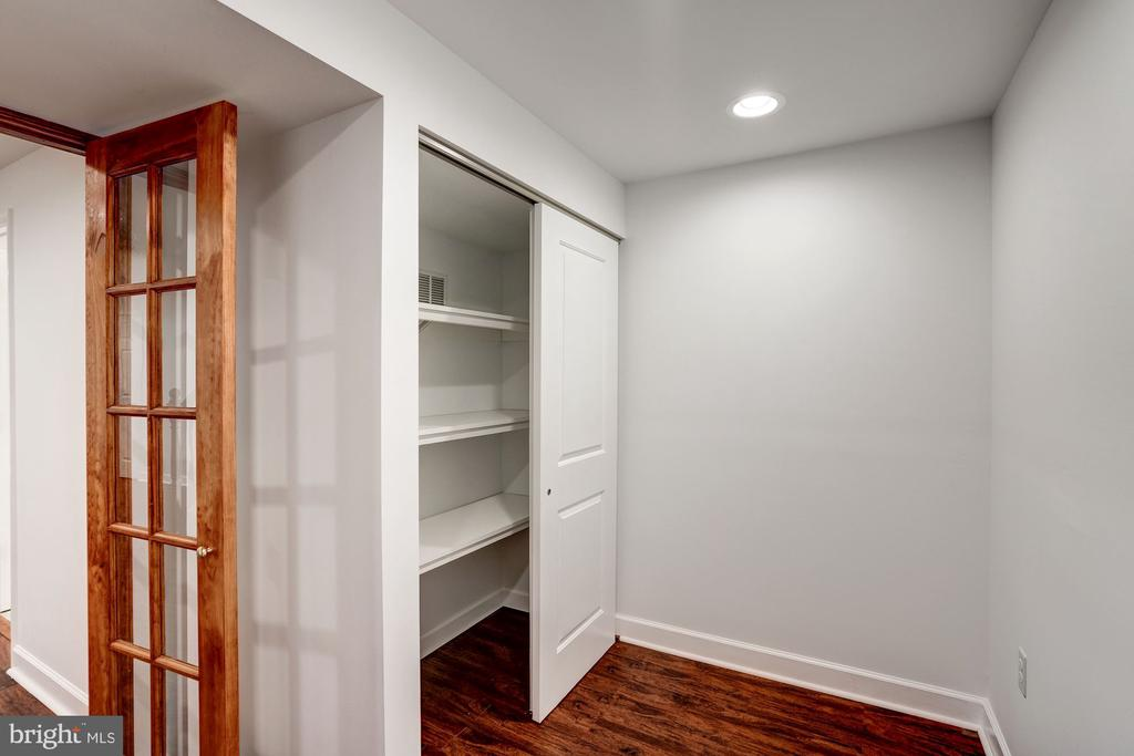 Den with Closet great as an Office - 11712 MOSSY CREEK LN, RESTON