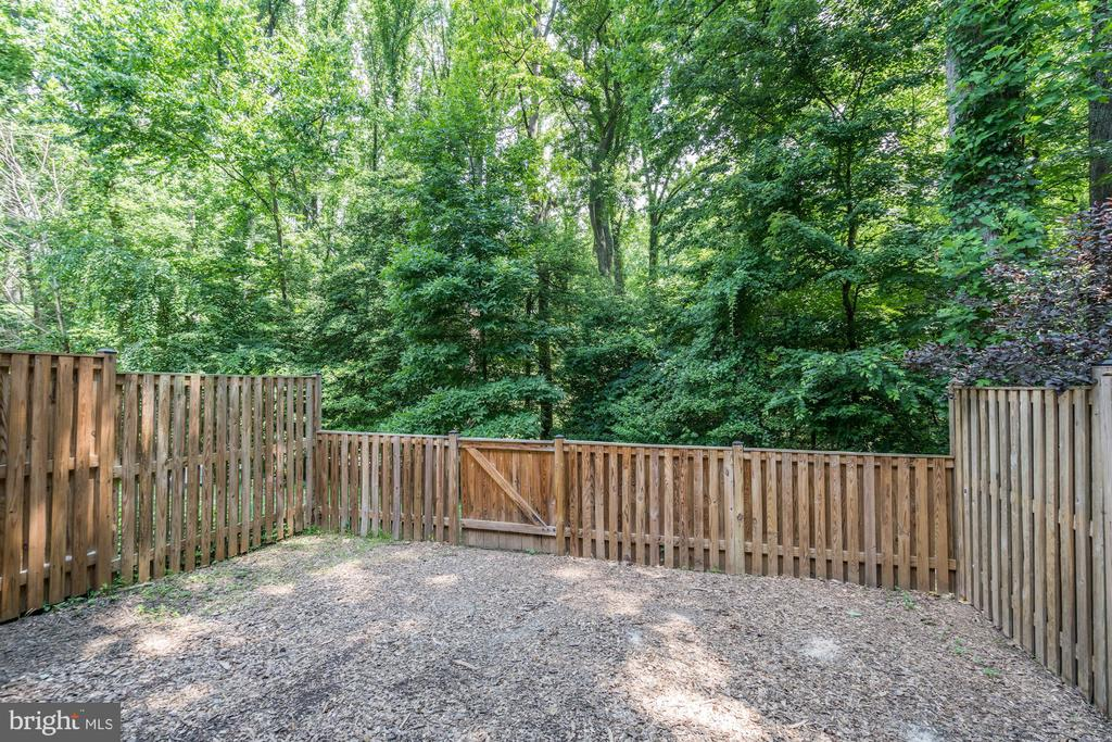 Fully Fenced in yard - 11712 MOSSY CREEK LN, RESTON