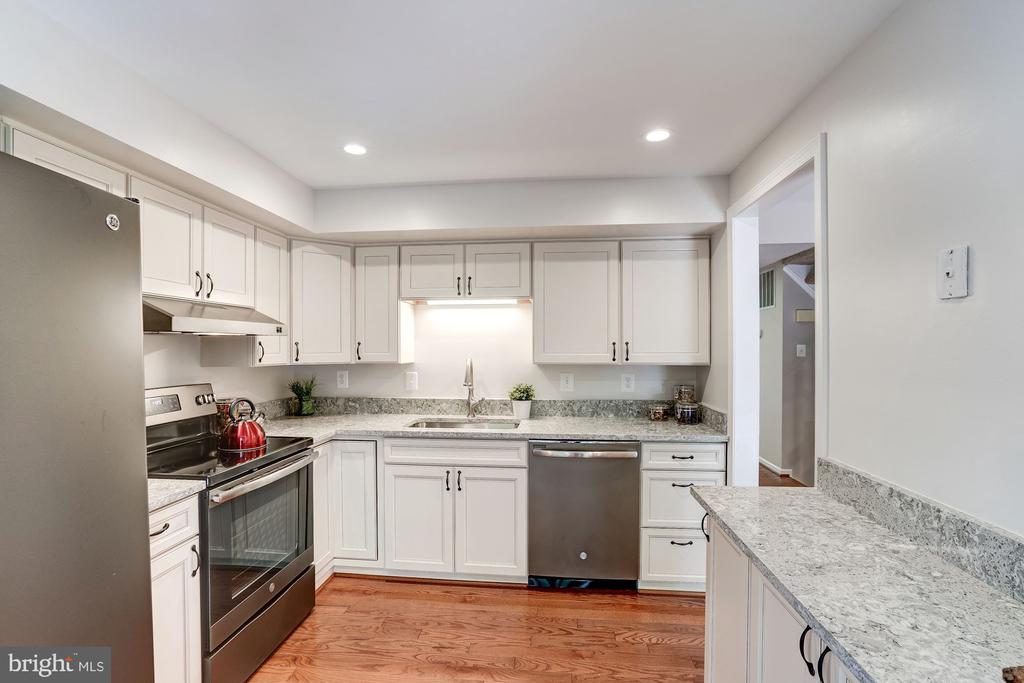 Gorgeous Granite Countertops - 11712 MOSSY CREEK LN, RESTON
