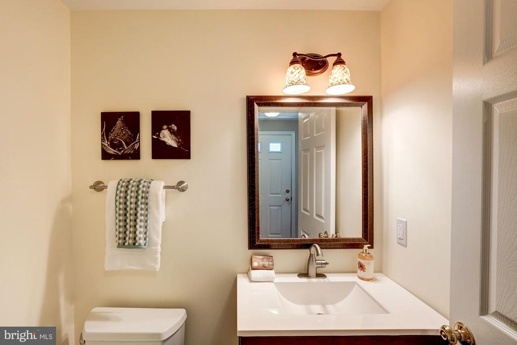 Half Bath on Main Level - 11712 MOSSY CREEK LN, RESTON