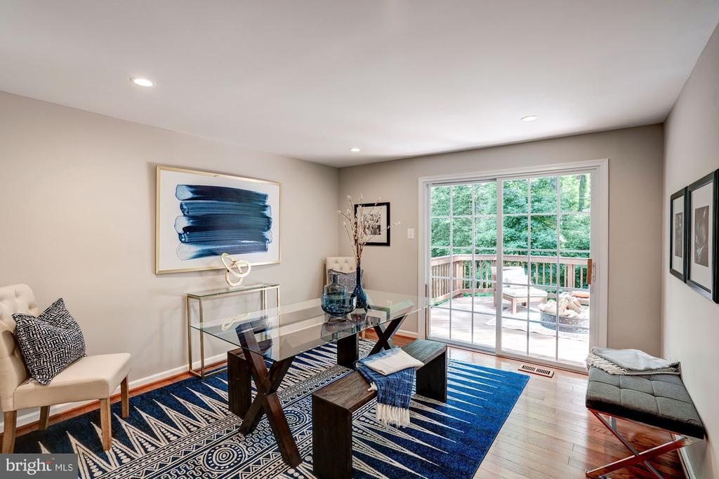 Enjoy dinner in this beautiful dining room - 11712 MOSSY CREEK LN, RESTON