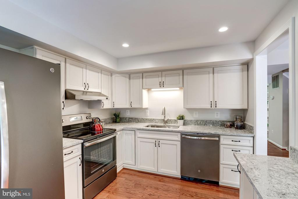 Recessed lights, New Cabinets - 11712 MOSSY CREEK LN, RESTON