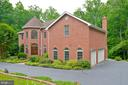 Circular drive with 3 attached garage - 4560 FOREST DR, FAIRFAX