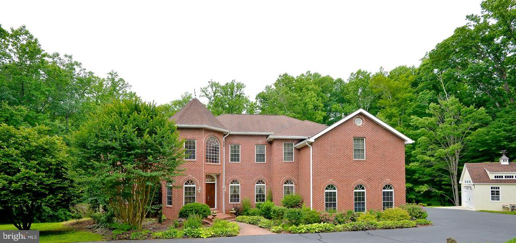 Gorgoreous colonial on 5 acres - 4560 FOREST DR, FAIRFAX