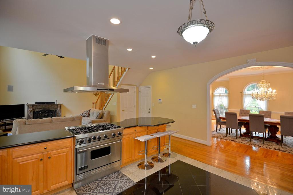 down draft and viking stove - 4560 FOREST DR, FAIRFAX