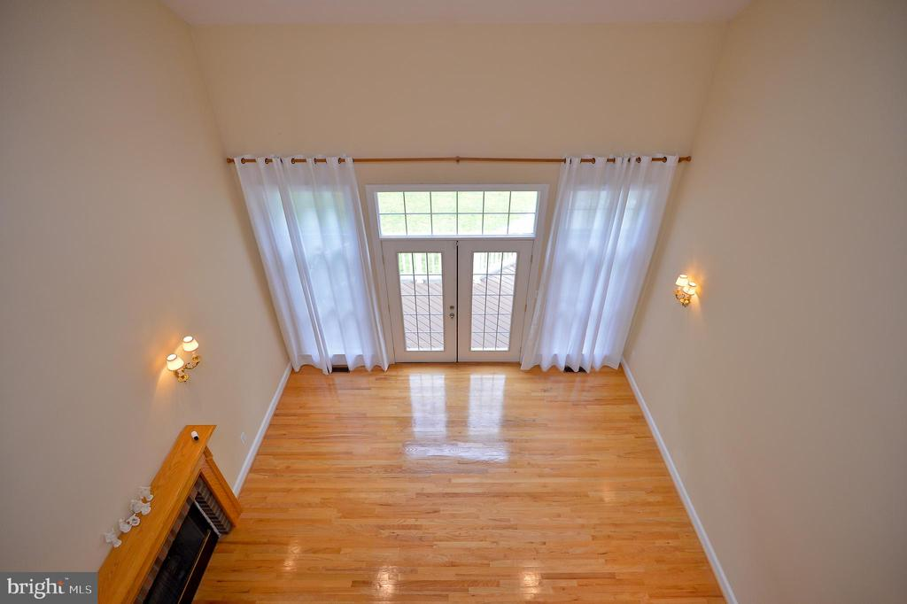 2 story foyer overlooking great room - 4560 FOREST DR, FAIRFAX