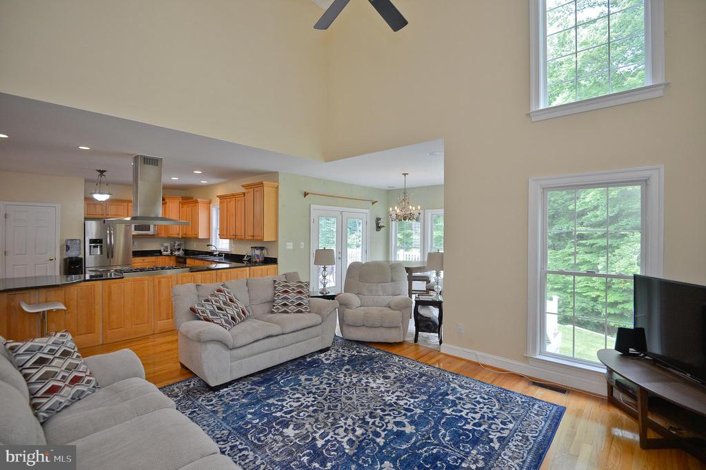 family room off kitchen and breakfast room - 4560 FOREST DR, FAIRFAX