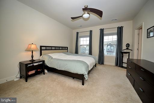 Master bedroom with walk in and second closet - 118 ANTHEM AVE, HERNDON