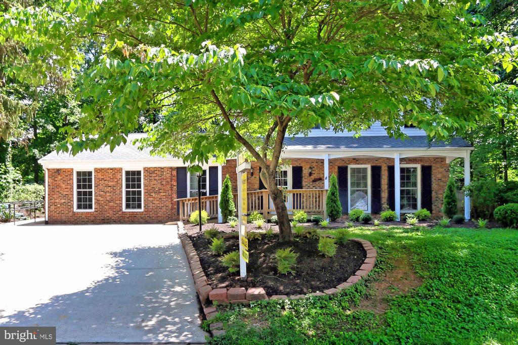 Exterior Front professionally landscaped - 8303 BOTSFORD CT, SPRINGFIELD