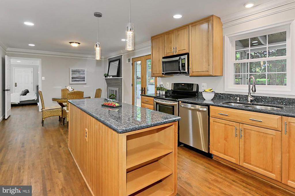 Gourmet Kitchen w/recessed and under cab lighting - 8303 BOTSFORD CT, SPRINGFIELD