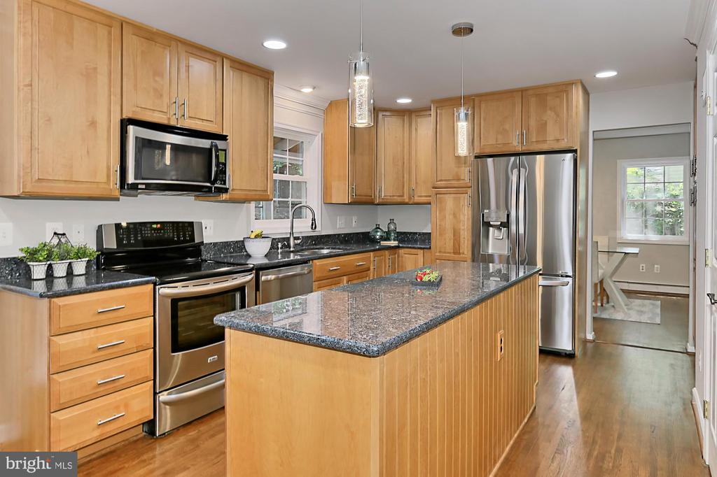 French door fridge and dishwasher are brand new - 8303 BOTSFORD CT, SPRINGFIELD