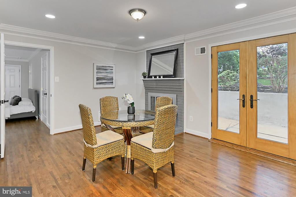 French doors to full length patio - 8303 BOTSFORD CT, SPRINGFIELD