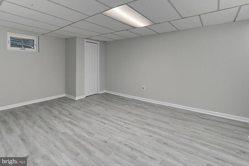 New luxury vinyl plank flooring - 8303 BOTSFORD CT, SPRINGFIELD
