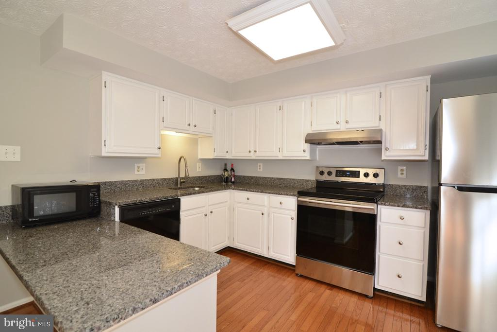 Kitchen - Granite Counters - 1560 TWISTED OAK DR, RESTON