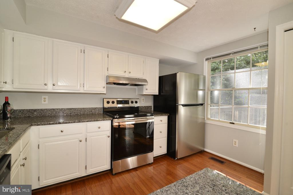Kitchen - Stainless Steel Appliances - 1560 TWISTED OAK DR, RESTON