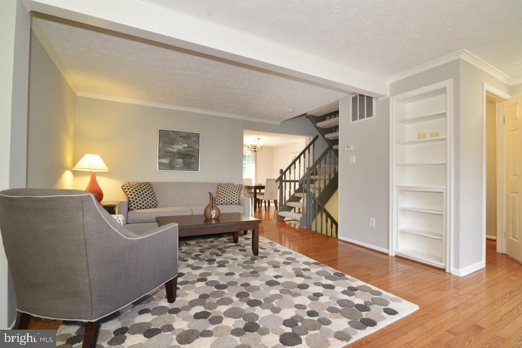 Spacious Living Room With Built-ins - 1560 TWISTED OAK DR, RESTON