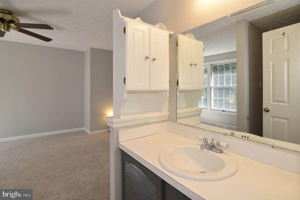 Master Bath Vanity - 1560 TWISTED OAK DR, RESTON