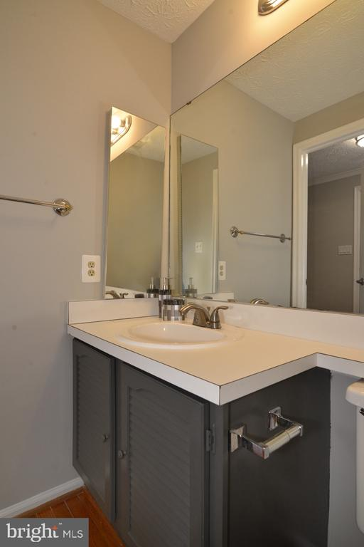 Main Level Powder Room - 1560 TWISTED OAK DR, RESTON
