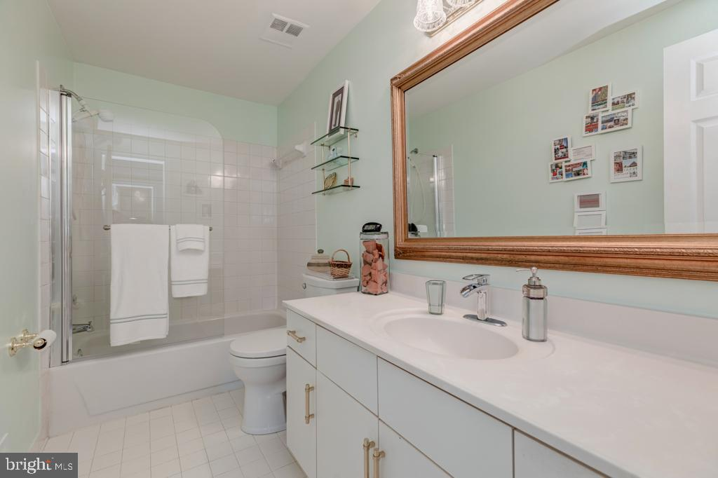 Hall Bath - 6007 GOOD LION CT, ALEXANDRIA