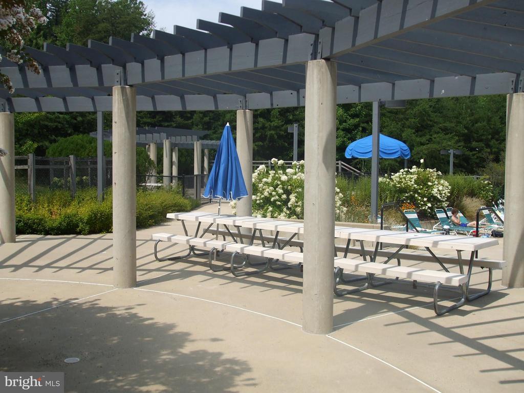 Community Pool - North Hills - 1560 TWISTED OAK DR, RESTON