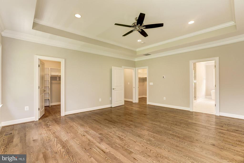 Master Bedroom with box tray ceiling/crown molding - 4339 26TH ST N, ARLINGTON