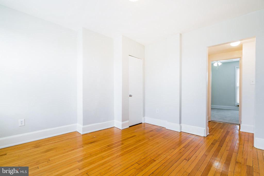 Unit 4 living room with gleaming floors - 1009 O ST NW, WASHINGTON