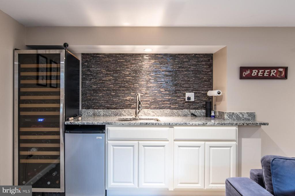 Wet/dry Bar. Wine Cooler does not convey - 9334 BOOTHE ST, ALEXANDRIA