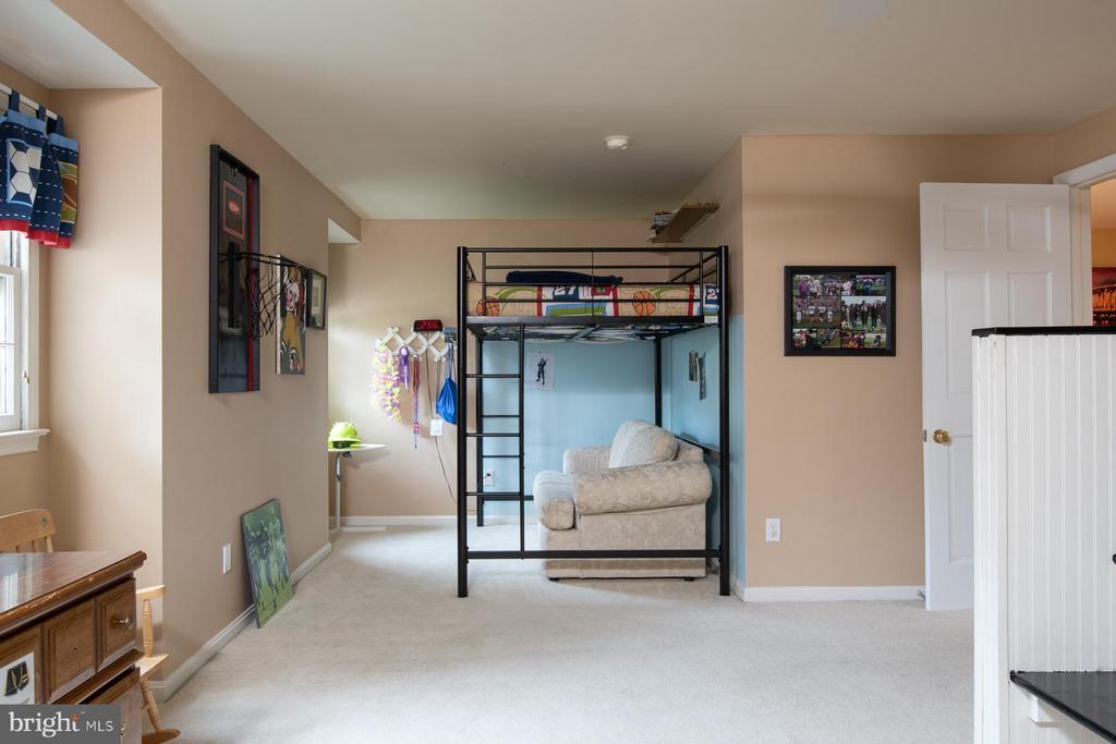 Huge Bedroom #4 - 9334 BOOTHE ST, ALEXANDRIA