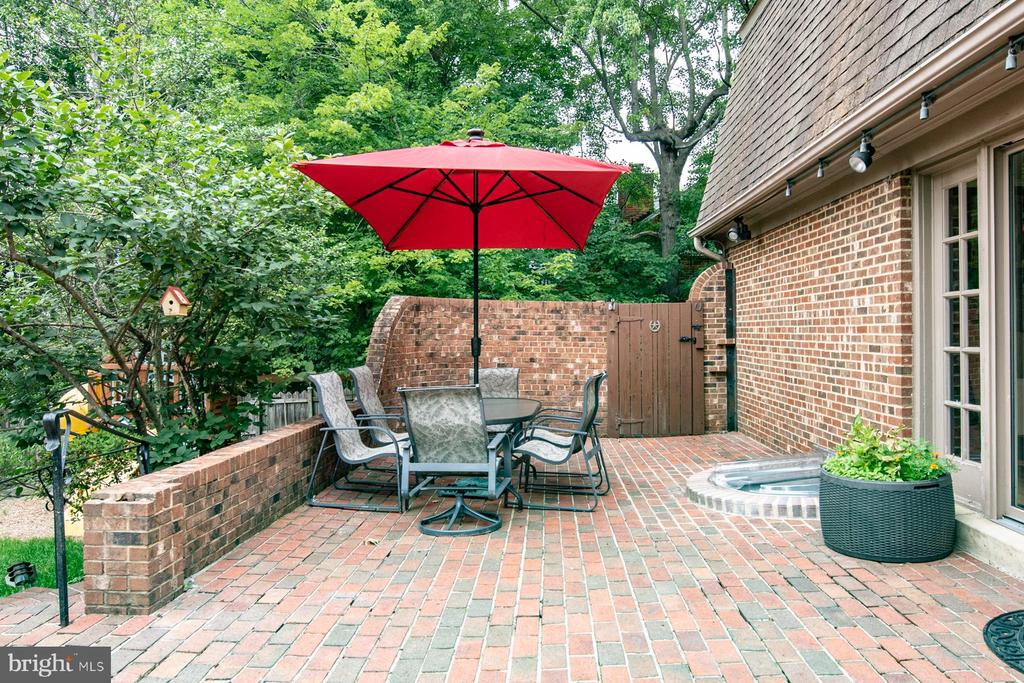 Patio off the Eat-in Kitchen - 9334 BOOTHE ST, ALEXANDRIA