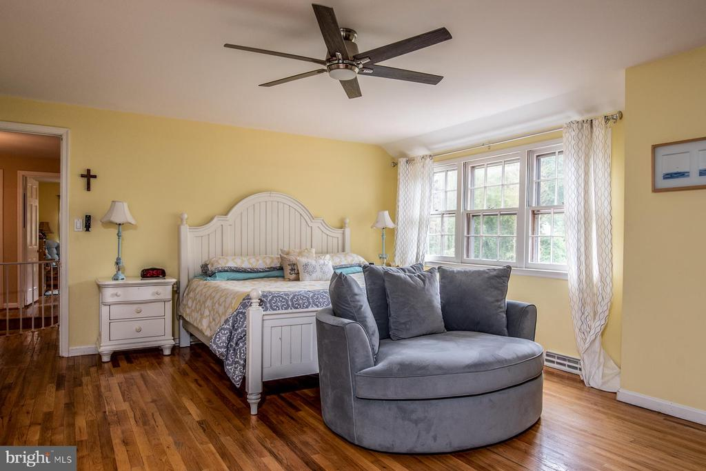 Master Bedroom with Ceiling Fan - 9334 BOOTHE ST, ALEXANDRIA