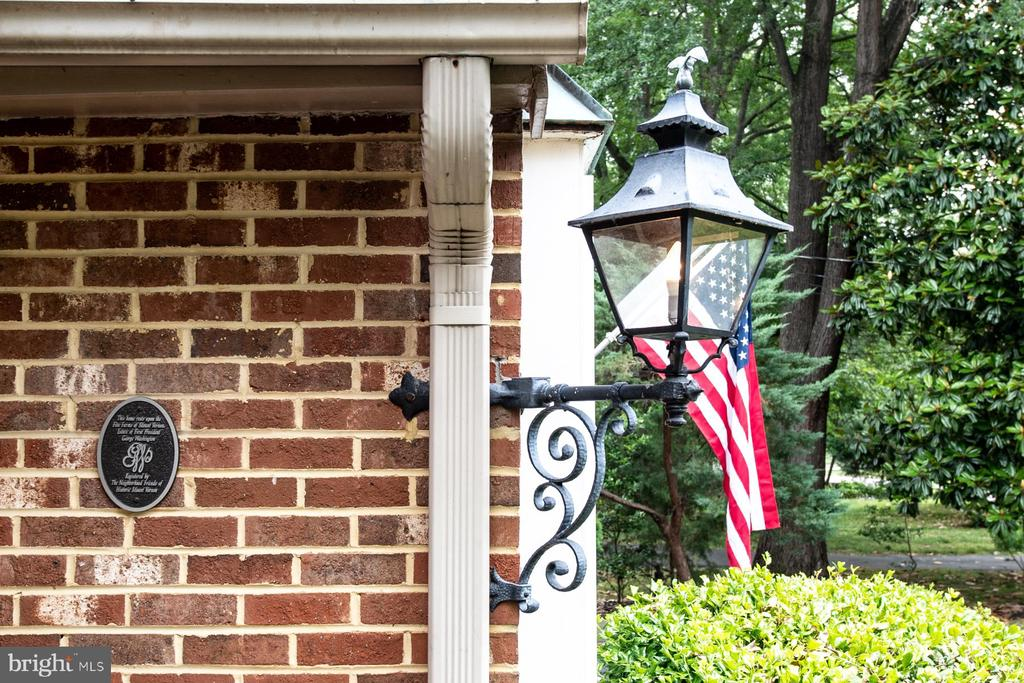 Front Entryway - 9334 BOOTHE ST, ALEXANDRIA