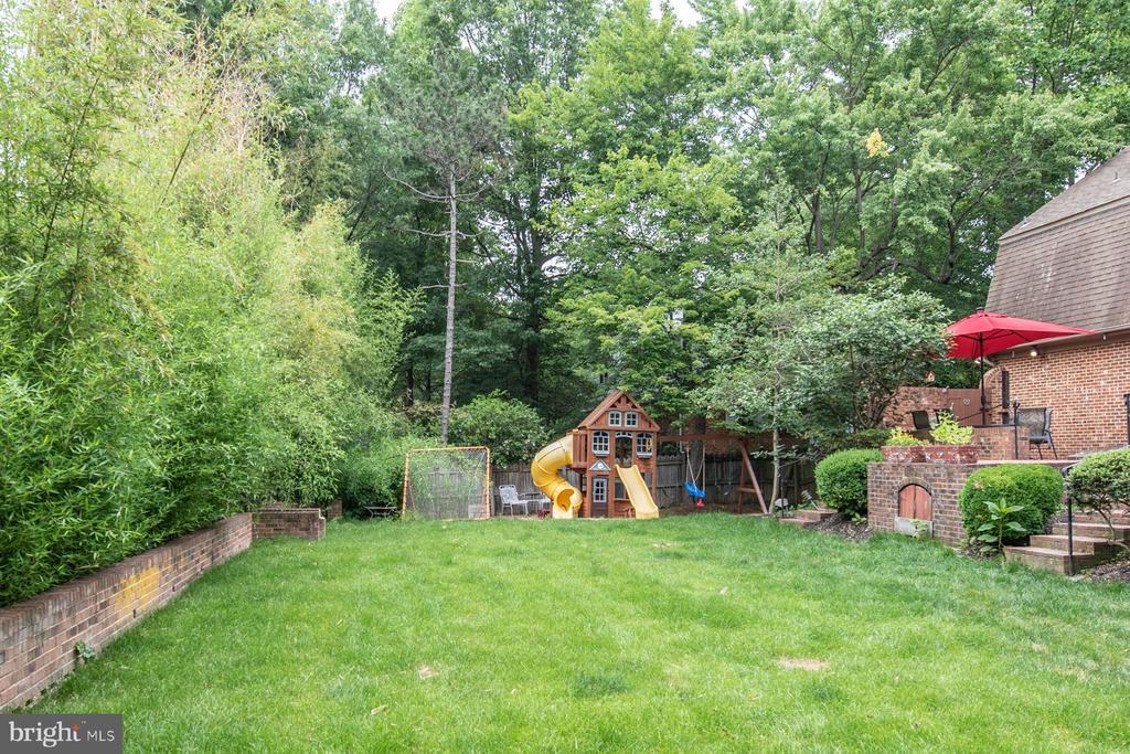Lovely yard - 9334 BOOTHE ST, ALEXANDRIA