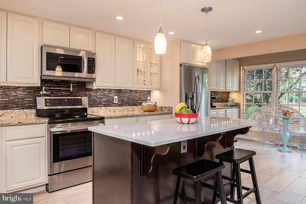 Remodeled gourmet Kitchen - 9334 BOOTHE ST, ALEXANDRIA